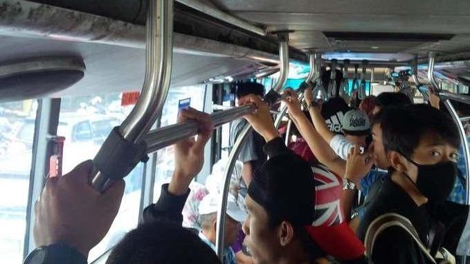 bus penuh penumpang