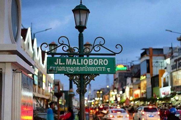 Wisata Kraton Jogja Taman Sari Puncak Becici Lintang Sewu Museum De Mata Pusat Oleh Oleh Korina Tour